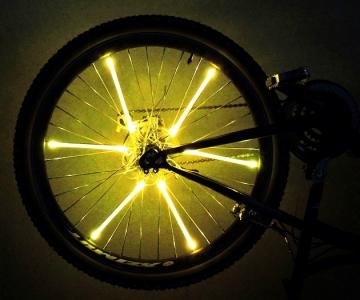 Желтая велосипедная подсветка