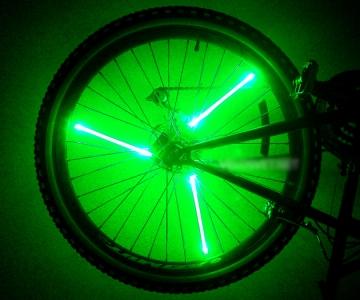 Зеленая подсветка колеса на велосипед