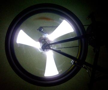 Белая подсветка колеса на велосипед